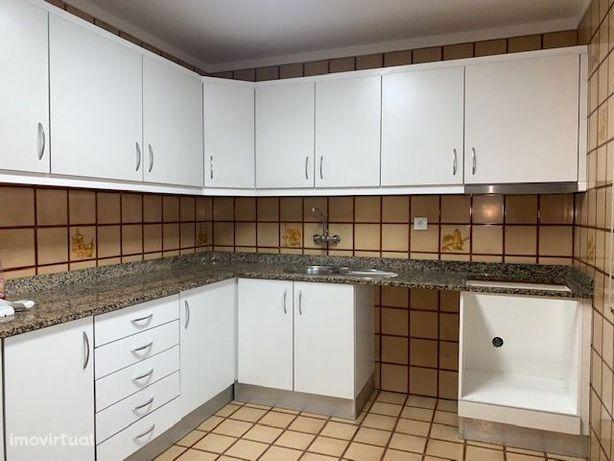 Apartamento T2 - Rua Tronco S. mamede Infesta