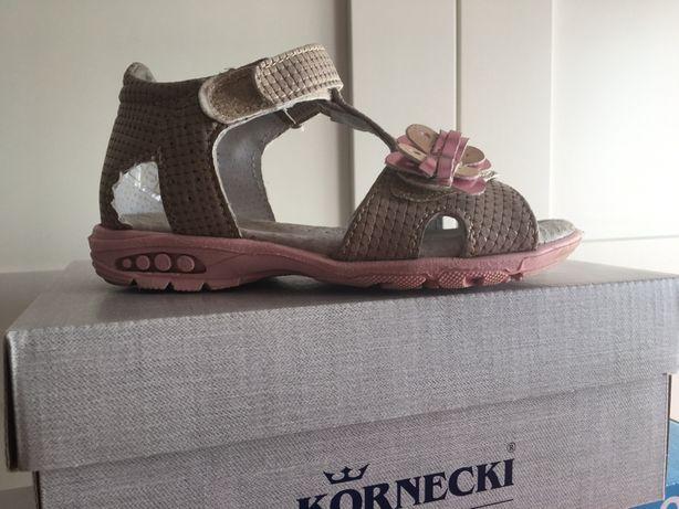 Kornecki 24 sandałki sandały 06307 beżowe różowe z motylkiem