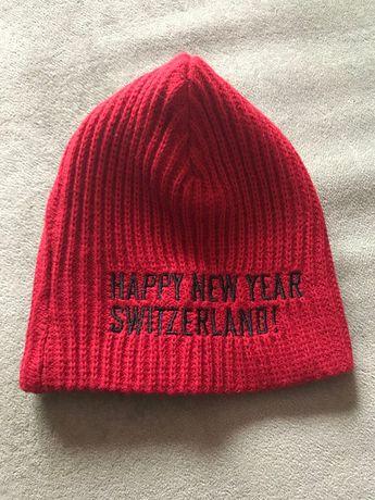 Znakomita czerwona ciepła czapka