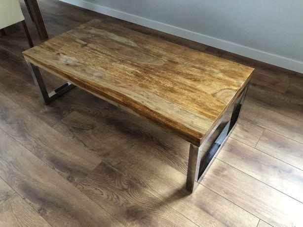 Piękny drewniany stolik kawowy