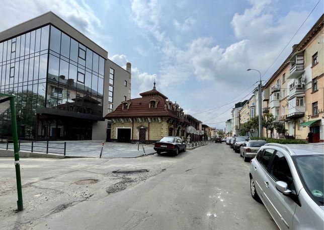 Новозбудований бізнес-центр в самому центрі міста