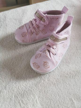 Buty niemowlęce r. 21