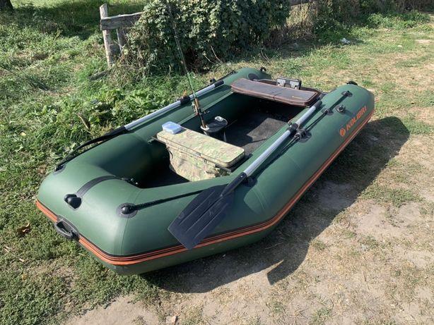 Надувная лодка Колибри КМ-300D моторная килевая. Жесткый пол