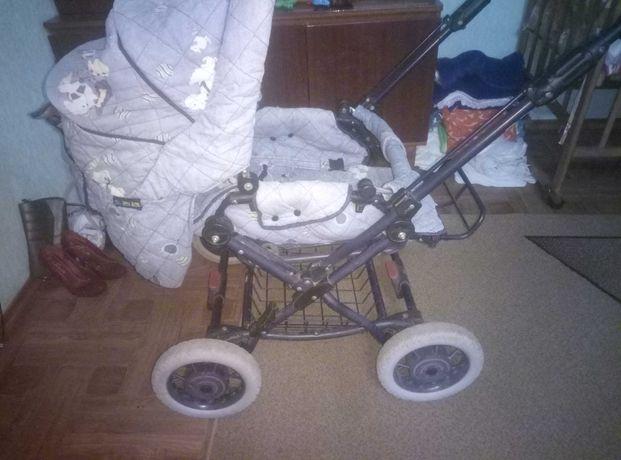 Детская коляска всесезонная почти даром