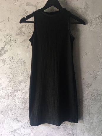 Czarna sukienka (mala czarna)
