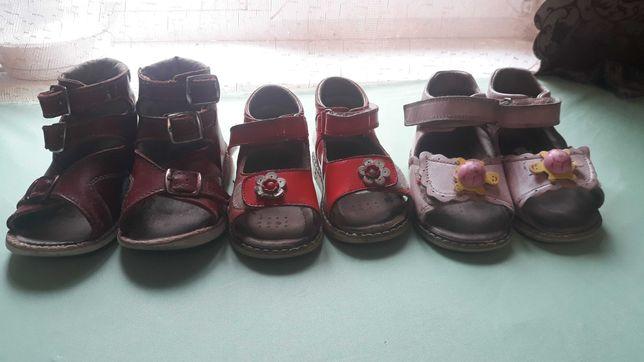Ортопедичне взуття б/у для дівчинки з 20-26р.