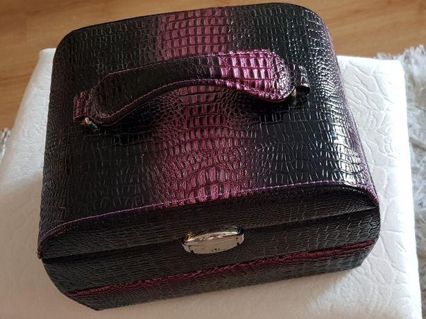Elegancki kuferek na biżuterię