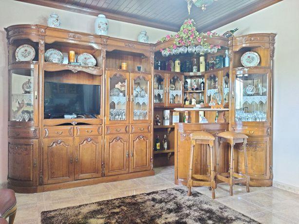 Móvel de sala em madeira de castanho