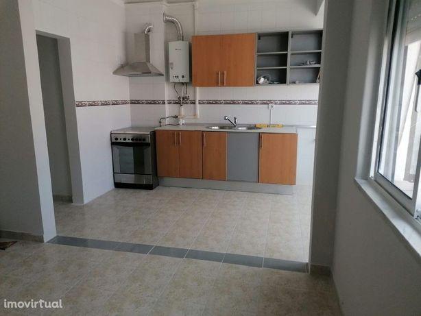 Apartamento T2 - Baixa da Banheira