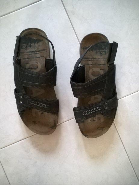 Sandálias em pele para homem