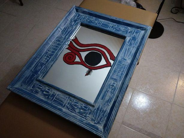 Espelho com olho de Horus em vitral