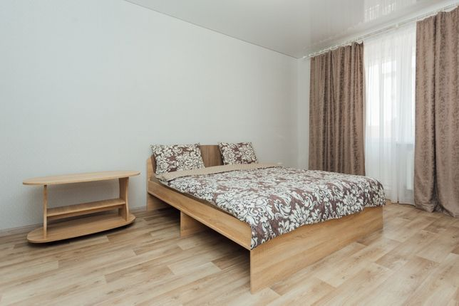 1-комнатная квартира посуточно в новом доме в центре Wi-Fi.Р-н. Лавины
