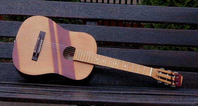 Gitara akustyczna mniejsza