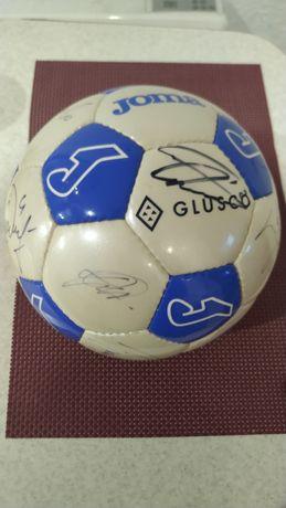 Новый футбольный мяч Joma с автографами