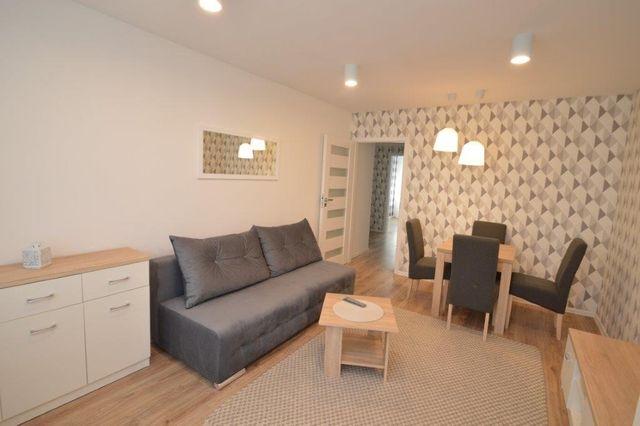 Klimatyzowane 2 pokojowe mieszkanie z widną kuchnią i balkonem. Chabry