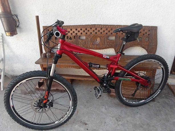 Bicicleta de btt suspensão total