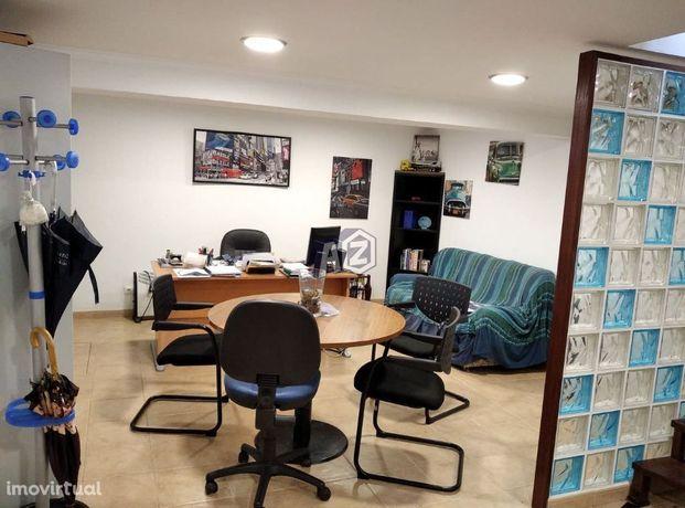 Loja de 2 pisos em Manique - Alcabideche