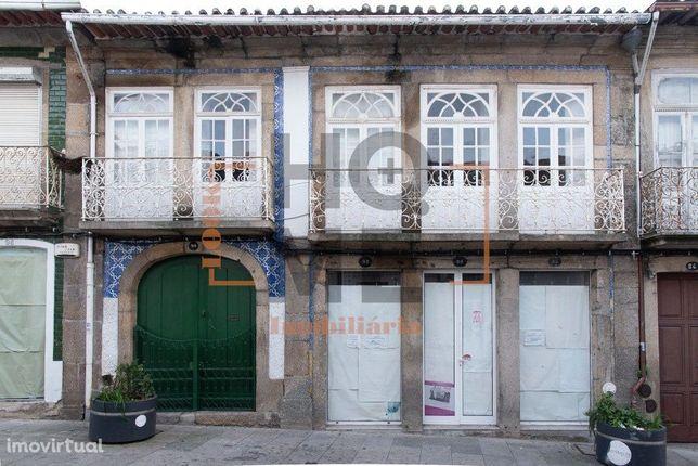 Moradia de traça antiga p/recuperar  Centro Penafiel