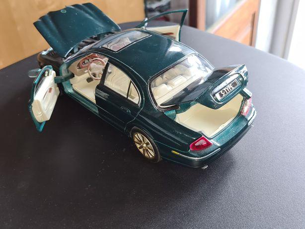 Jaguar S Type escala 1.18