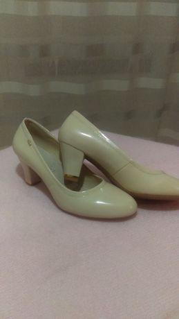 Eleganckie pantofle