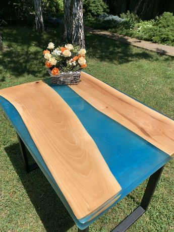 Стол из массива дерева с эпоксидной смолой река лофт