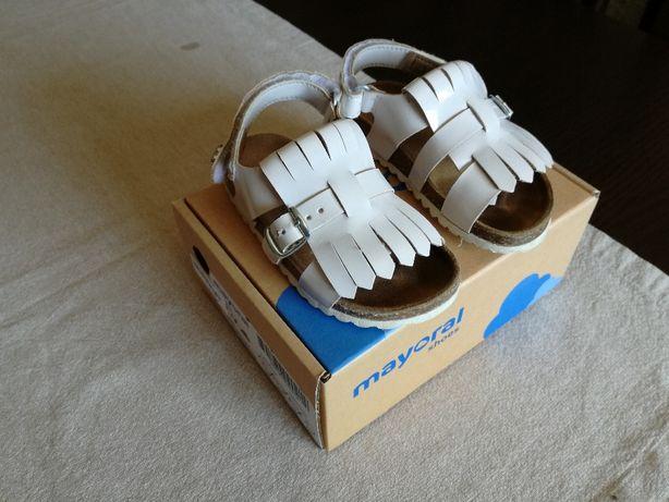 Sandálias Mayoral como novas