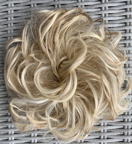 Włosy doczepiane, jasne pasemka, balejaż, kok na gumce ( 102 )