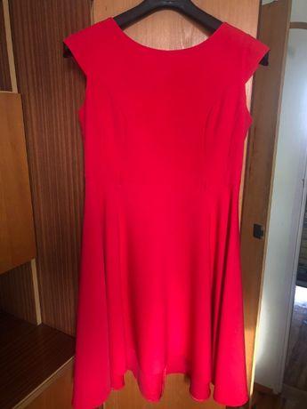 Czerwona wizytowa sukienka
