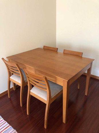 Mesa e Cadeiras em Carvalho maciço