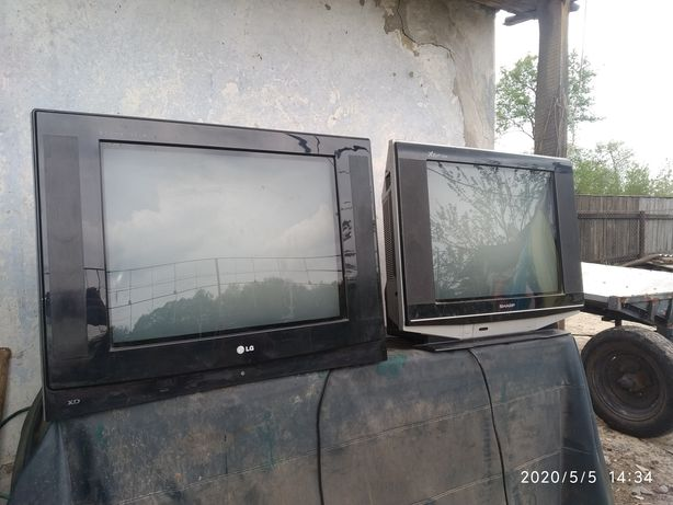 Продам два телевізора на запчасти.