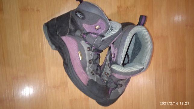 Продам зимние детские ботинки EVEREST 33 размера с мембраной WATERTEX