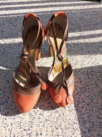 Sapatos Fly London castanhos e laranja