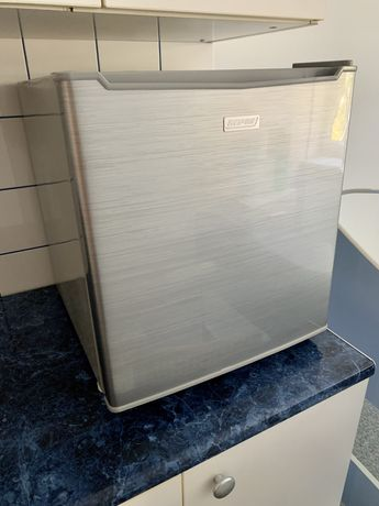 Mini lodówka MPM 47-CJ-11G srebrna mała stan idealny