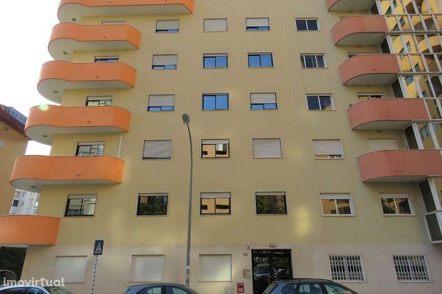 Apartamento T1 para arrendar em Algés/Mirafloes.
