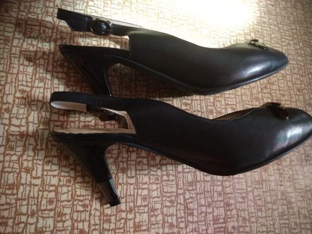 Продам женские босоножки 36 размер