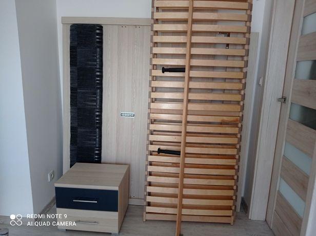 Łóżko do sypialni  160 cm x 200 cm. ze stelażem i szafką .