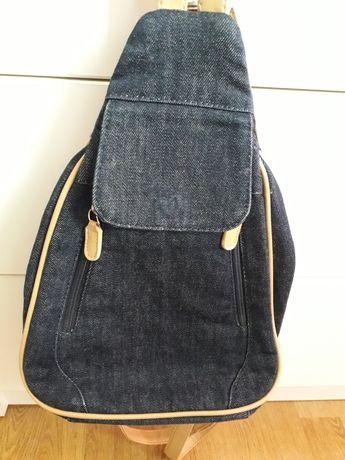Plecaczek dżinsowy.