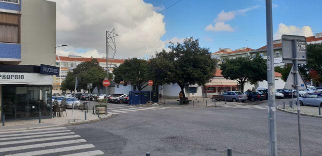 Bom T2 Renovado/Damaia Cima/