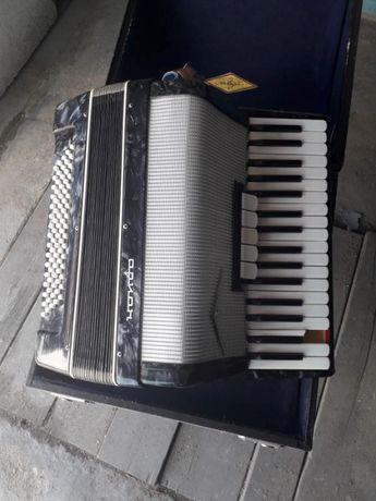 Zabytkowy rosyjski akordeon ORION