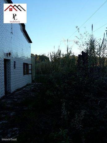 Moradia em ruínas com terreno para recuperar ( V178pv)