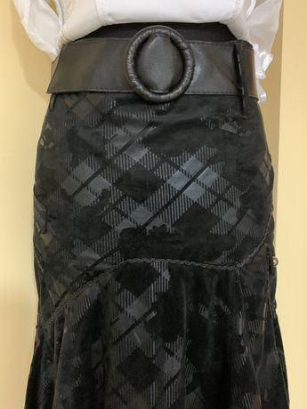 Czarna spódnica za kolano NOWA z paskiem rozm M