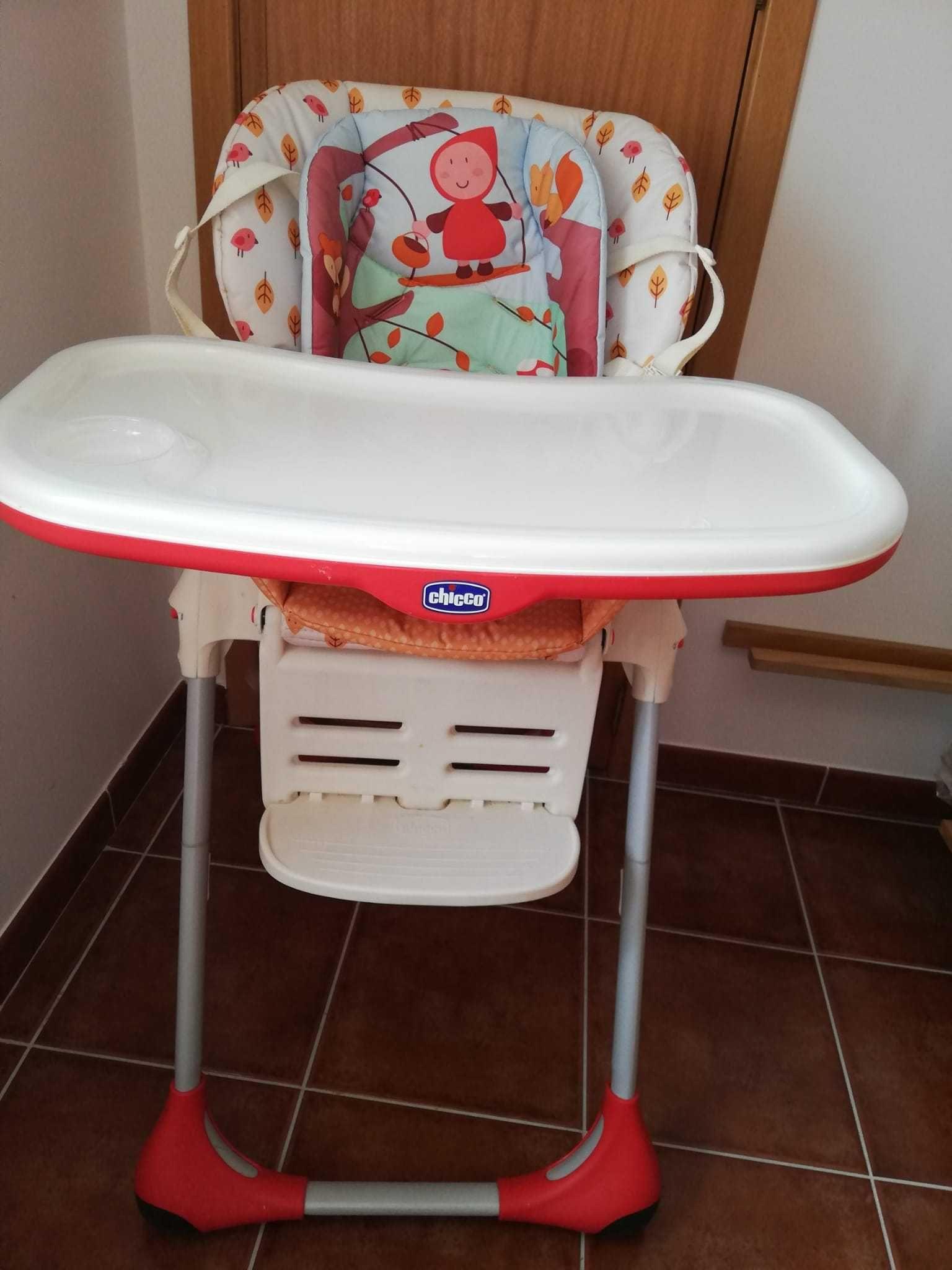 Cadeira papa Chicco capuchinho vermelho.