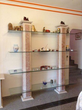 Estante de sala em mármore e vidro