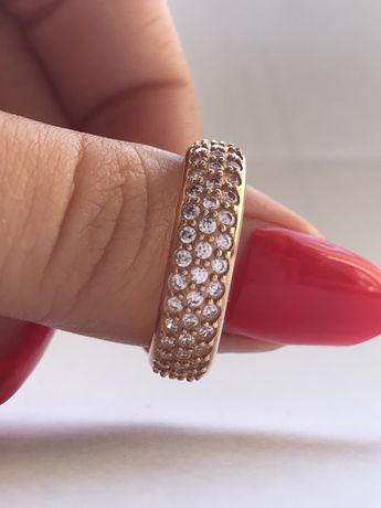 Золотое кольцо 585 проба,19р. 3,8г.