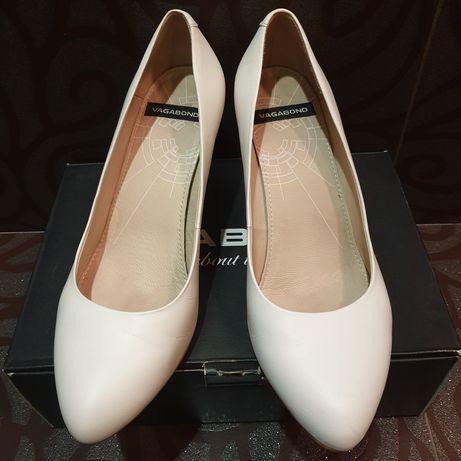 Белые туфли Vagabond