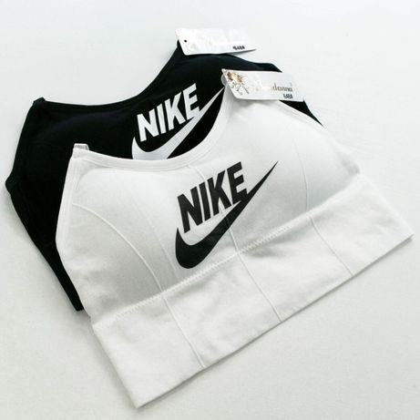 Спортивный топ з лого Nike