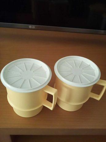 2 Canecas com tampa em tons de amarelo e branco (Novas)