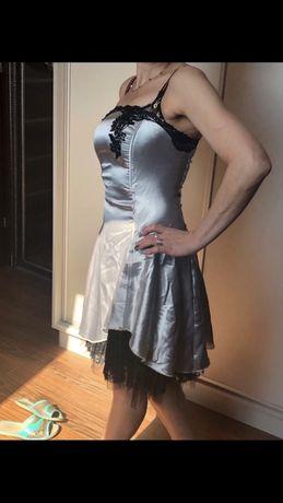 ozdabiana sukienka podszyta koronką