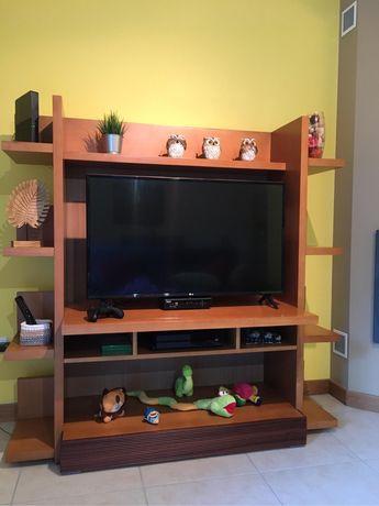Móvel de TV em madeira maciça