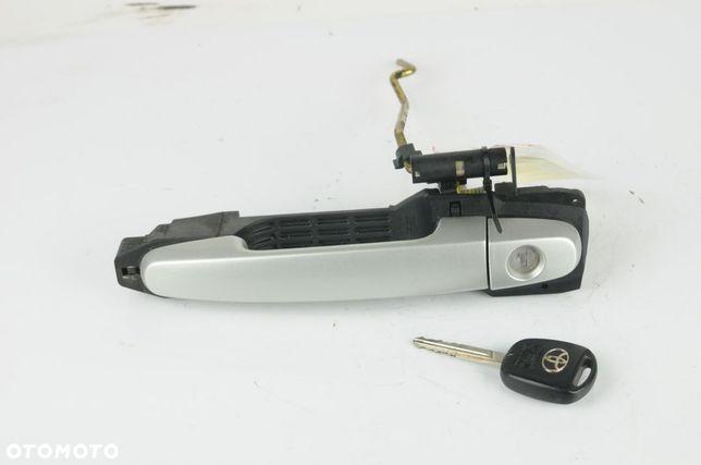 Klamka lewa wkładka + klucz Toyota Avensis T-25 2.0 D4d 116km 2003r
